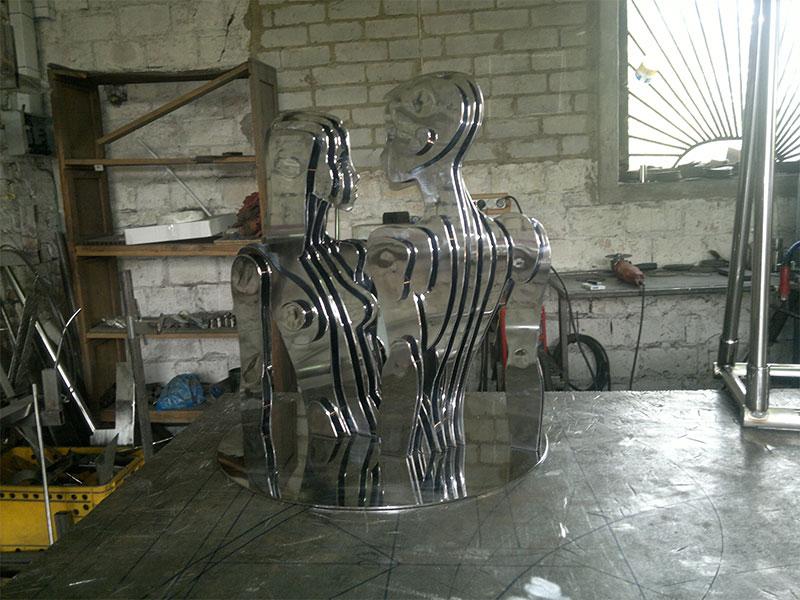 Производство Скульптуры девушка и мужчина из нержавейки