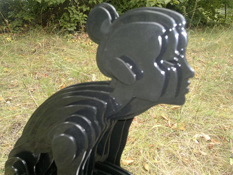 Скульптура девушка из нержавейки